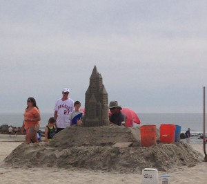 Pavlacka captivates tourists with sand castles