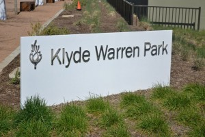 The Klyde Warren Park, built atop the Woodall Rodgers Freeway, is a new attraction in the city of Dallas. Photo by Elizabeth Sims.